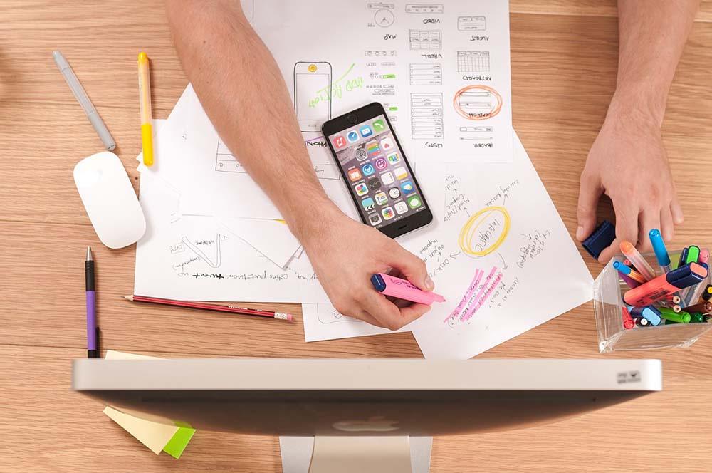 UX designer en brainstorming