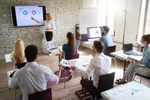 présentation powerpoint ors d'une réunion d'entreprise